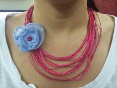 the flou Art: Φούξια κολιέ με χειροποίητο λουλούδι