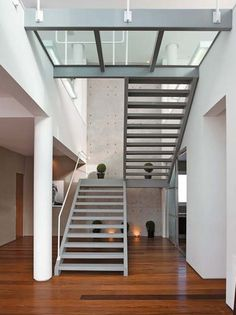 Simple and beauty. Steel Stairs, Wood Stairs, House Stairs, Railing Design, Staircase Design, Glass Stairs, Stair Handrail, Loft, Attic Design