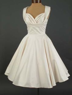 If I could plan my wedding over again I would want this 1950s wedding dress OMG