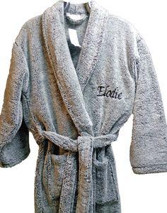 Peignoir polaire brodé Elodie personnalisé par Brodeway pour un cadeau de fiançailles #cadeaumariage #peignoirpersonnalisé Fashion, Dress, Moda, Fashion Styles, Fasion