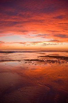 https://flic.kr/p/4bu6La | Encinitas Sunset | Glorious sunset at Swami's beach in Encinitas, CA  Nikon D50, 18-200VR, 2 stop ND grad filter