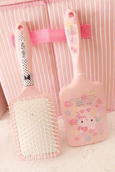 pink HelloKitty hair comb