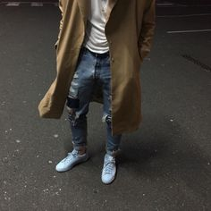 PatientWolf Ripped jeans x Raf Simons. Dope Fashion, Daily Fashion, Fashion Beauty, Mens Fashion, Street Fashion, Outfits Hombre, Tan Jacket, Mode Style, Men's Style