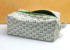 Hobo Shoulder Bag Tutorial & Pattern ~ Free-Tutorial.net Dopp Kit, Sewing Patterns Free, Free Sewing, Sewing Kit, Sewing Caddy, Free Pattern, Crochet Patterns, Sewing Hacks, Sewing Tutorials