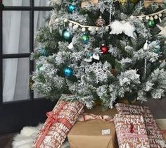 Best DIY Projects For Home Decorating: DIY No-Sew Faux Fur Christmas Tree Skirt