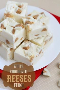 White Chocolate Reeses Fudge - so good and so easy! White chocolate chips, white chocolate reeses, & marshmallow creme make this fudge so yummy! Fudge Recipes, Candy Recipes, Sweet Recipes, Frosting Recipes, Fall Recipes, Köstliche Desserts, Delicious Desserts, Dessert Recipes, White Desserts