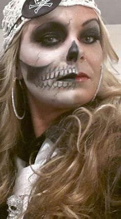 Punk & Sexy Glamorous Looking Pirate Halloween Makeup Ideas Ghost Skeleton Pirate Makeup Costume Halloween, Pirate Halloween Party, Holidays Halloween, Halloween Crafts, Halloween Ideas, Halloween Stuff, Halloween Bride, Halloween Halloween, Pirate Face