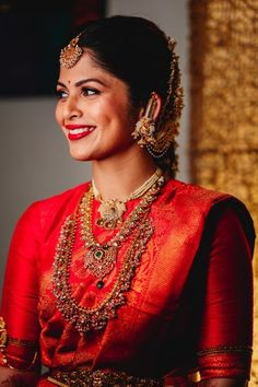 Beautiful South Indian Wedding Wear Idea :- AwesomeLifestyleFashion Different Culture have their own look and style and Kanjivaram and. Bridal Sarees South Indian, South Indian Bridal Jewellery, Bridal Silk Saree, South Indian Weddings, Indian Bridal Fashion, Saree Wedding, Marathi Wedding, Organza Saree, Punjabi Wedding