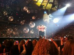 I can't get enough of these hugs<3 #MSG