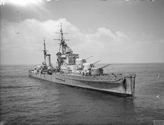 Royal Navy Cruiser HMS Dido with her guns trained on enemy targets west of Gaeta, May 1944 Navy Coast Guard, Heavy Cruiser, Us Navy Ships, Merchant Marine, Naval History, Military Diorama, Big Guns, Submarines, Aircraft Carrier