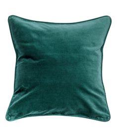 Katso! Nauhakantattu tyynynpäällinen puuvillasamettia. Piilovetoketju.  – Käy hm.comissa katsomassa lisää.