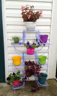 DIY painted plant stand. Via heremeraldthumb.com