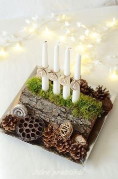 Adventskranz aus vertikal halbiertem Holzstamm mit Deko Sponsored Sponsored Advent wreath of vertically halved log with decoration Christmas Advent Wreath, Christmas Flowers, Noel Christmas, Christmas 2019, Christmas Crafts, Advent Wreaths, Christmas Trends, Christmas Centerpieces, Xmas Decorations