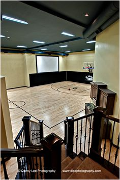 Indoor basketball court, aka my dream home! Home Basketball Court, Basketball Room, Basketball Shoes, Sports Court, Basketball Boyfriend, Curry Basketball, Basketball Scoreboard, Basketball Drills, Custom Home Builders