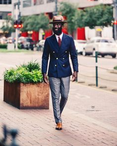 Learn to live in Style. Blue Blazer Outfit Men, Blazer Outfits Men, Mens Fashion Suits, Mens Suits, Groom Suits, Groom Attire, Navy Gold, Dark Navy, Fashion Business