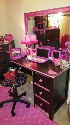 Girl Bedroom Designs, Room Ideas Bedroom, Bedroom Decor, Paris Room Decor, Barbie Room, Beauty Room Decor, Gaming Room Setup, Glam Room, Cute Room Decor