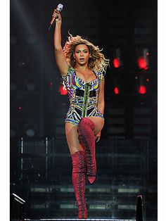 """25 Stunningly Gorgeous Photos of Beyonce: """"The Mrs. Carter Show World Tour"""" @ the O2 Arena in London, March 2014"""
