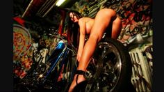 Chicks and Choppers : Photo Beautiful Women Pictures, Big And Beautiful, Car Girls, Pin Up Girls, Bike Art, Sexy Ass, Hot Cars, Harley Davidson, Weapons