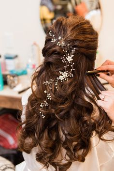 Charming Texas Ranch Wedding, Peinados, Wedding hairstyle for bride - half updo with romantic curls and crystal hairpiece {Allison Jeffers Wedding Photography}. Engagement Hairstyles, Indian Wedding Hairstyles, Bride Hairstyles, Hairstyle Ideas, Romantic Hairstyles, Hairstyles With Gowns, Hair Ideas, Pretty Hairstyles, Wedding Hair Flowers