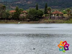 """MICHOACÁN MÁGICO. A 2 kilómetros de Tacámbaro encontrará la laguna de """" La Magdalena"""", que tiene una extensión de 700 metros de diámetro y 13 metros de profundidad. Sus aguas son dulces y su temperatura es baja; en sus alrededores puede pasear a caballo, acampar y practicar deportes acuáticos. Descubra este maravilloso lugar y disfrute de un paseo divertido en compañía de su familia. BEST WESTERN DON VASCO PÁTZCUARO http://www.bwposadadonvasco.com.mx/"""