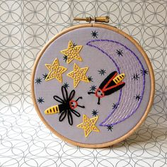 Summer Nights Stitch-Along by Little Dorrit & Co. with Sew Mama Sew! 3-part series includes pattern, complete stitching tutorial, and how to finish + frame your embroidery.