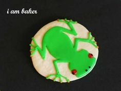 How to make stacking frog cookies! Easy peasy and simply adorble, these cookies are sure to delight the folks you give them too! Frog Cookies, Cupcake Cookies, Cupcakes, Yummy Treats, Sweet Treats, Yummy Food, Orange Cookies, I Am Baker, Galletas Cookies