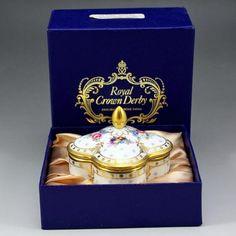 英国ロイヤル・クラウン・ダービー社、ロイヤル・アントワネットシリーズのとてもレアなアイテム、トリンケットボックスのご紹介です。 http://eikokuantiques.com/?pid=87173921