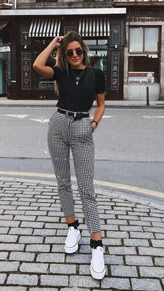 Karierte Hose / Skinny Pants / Weiß All Star / Day Look / Street Style / . - Karierte Hose / Skinny Pants / Weiß All Star / Day Look / Street Style / … Quelle von peanutgirl - Teen Fashion Outfits, Mode Outfits, Look Fashion, Womens Fashion, Fashion Trends, Fashion Ideas, Plaid Fashion, Fashion Fall, Classic Fashion Style