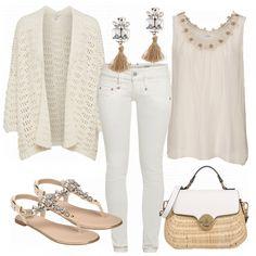 Tolles Outfit aus beige Strickjacke, weißer Jeans und einer schicken Korbtasche... #mode #damenmode #frauenmode #damenkleidung #frauenkleidung #kleidung #trend2018 #modetrend #inspiratio #inspo #fashion #fashionista