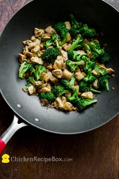 Super Healthy low fat chicken broccoli stir fry recipe, but it still has great flavor via ChickenRecipeBox.com