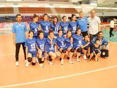 Equipe Minimes De Seddouk Volley Ball S V B Finaliste En Coupe D Algerie Saison 2013 2014 A La Sal Harcha Hacen A Alger Volleyball Volley Basketball Court