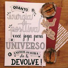 "Quanto mais energia positiva você joga para o universo, mais energia positiva ele te devolve! Frase da @kefera no livro ""Muito mais que 5inco Minutos""  .  #typespire #goodtype #thedailytype #thedesigntip #handlettering #lettering #typography #calligraphy #typeveryday #handmadefont #typoholic #creativity #letter #words #design #handmade #byalinealbino #kefera"