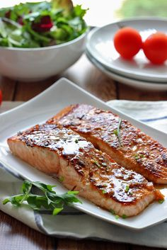 Delicious & SO EASY! Quick and easy honey garlic salmon baked and ready in under 30 minutes. With a sweet and savory marinade and sauce of garlic, ginger, honey and soy sauce. Salmon Recipes, Fish Recipes, Seafood Recipes, Cooking Recipes, Salmon Food, Recipies, Salmon Pasta, Honey Recipes, Garlic Salmon