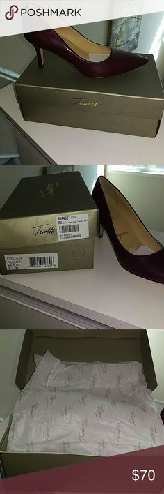 Trotter Alexa Signature shoe New in the box size 7 narrow all leather Alexa Merlot color pumps Shoes Heels