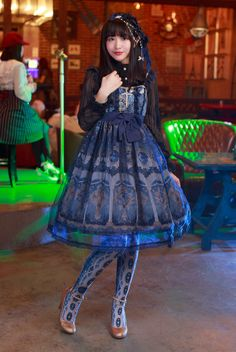 This blog is dedicated to the Classic Lolita fashion style. It's a fresh start from the original...