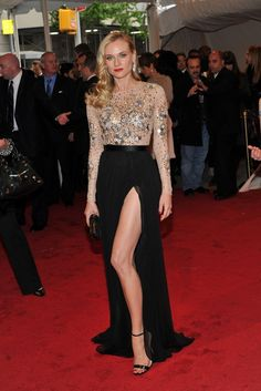 En la gala del 2011 escogió este diseño de Jason Wu, de falda con abertura lateral y clutch de Jimmy Choo.