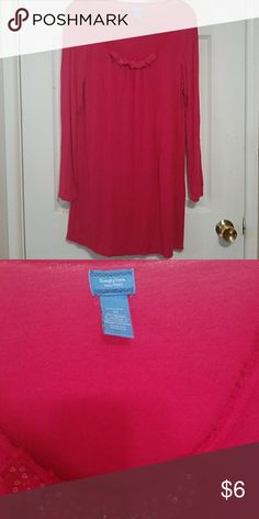 Vera Wang nightgown Knee length. In good condition.💥 Bundle with other $4 items for am even better deal💥 Simply Vera Vera Wang Intimates & Sleepwear Pajamas