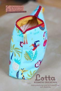 Kosmetik- und Wickel-Täschchen - Lotta (Eine Nähanleitung samt Schnittmuster von shesmile) Hier genäht aus -Shirt Safari- ein Jersey-Stoff von Hilco.