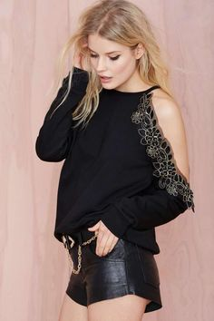 Peek Show Sweatshirt - I love it, so practical (not) Alena Blohm, Mein Style, Style Casual, Off Shoulder Tops, Fashion Outfits, Womens Fashion, Sweaters For Women, Sweatshirts, How To Wear