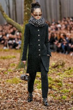 Chanel Fall 2018 PARIS FASHION WEEK. PFW. BLACK AND WHITE VIBES