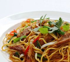 These beef Thai noodles are addictive and oh so easy to make