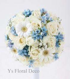 白と水色のラウンドブーケ  ガーベラ、かすみ草、ブルースターを入れて ys floral deco  @ウェスティンホテル東京