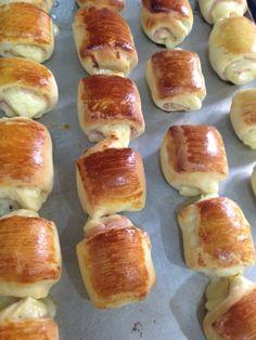 Pãezinhos Recheados Pretzel Bites, Bread, Cooking, Cake, Recipes, Food, Diy, Stuffed Bread, Conch Fritters