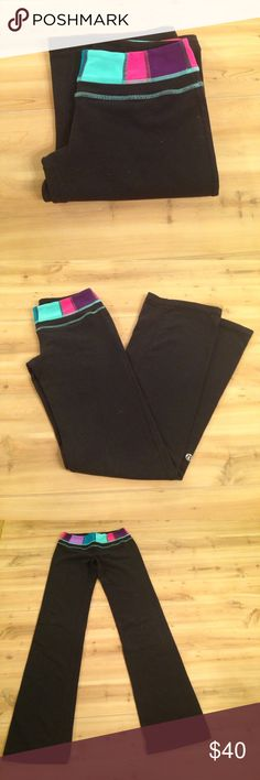 Lululemon Pants Multicolored Band size 2 Lululemon yoga pants. Great condition. Could be some slight pilling, but other than that- perfect pants! Multicolored band, size 2 lululemon athletica Pants