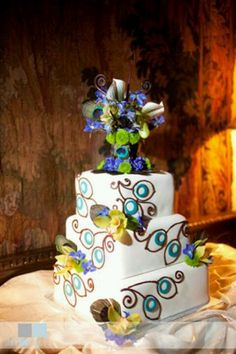 Peacock cake. Just a picture no link sorry