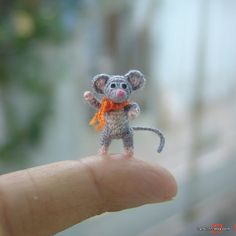 decoración en miniatura gris ratón - micro amigurumi ganchillo animal - casa de muñecas del arte - 0,7 pulgadas