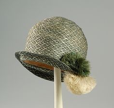 1926 Culture: American Medium: Straw, silk Credit Line: Brooklyn Museum Costume Collection at The Metropolitan Museum of Art, Gift of the Brooklyn Museum, Gift of Mrs. George A. Bonaventure in memory of Mrs. 1920s Outfits, Vintage Outfits, Vintage Fashion, Vintage Hats, Vintage Style, 1920 Style, Vintage Ladies, 1920s Hats, Costume Collection