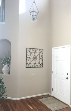 We've seen painted front doors, but look what they do to the inside Living Room Decor, Bedroom Decor, Painted Front Doors, Clever Diy, Easy Diy, House Inside, Door Entryway, Entryway Ideas, Foyer