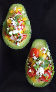 Summer-Salad-Stuffed Avocado: Offering 60 percent of your recommended fiber for the day, this antioxidant-rich rainbow salad aids in digestion and may even diminish belly fat. Healthy Recipes, Raw Food Recipes, Lunch Recipes, Healthy Snacks, Vegetarian Recipes, Healthy Eating, Cooking Recipes, Healthy Dinners, Vegetable Recipes