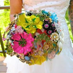 Contemporary brooch bouquet-Amanda Jane Heer via Absolute Perfection